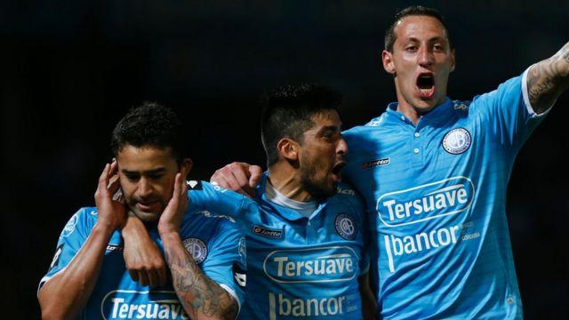 Jugadores del Belgrano celebran un gol por la Copa Sudamericana en septiembre de 2016.