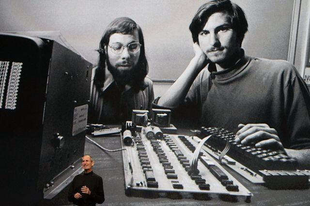 Steve Jobs et Steve Wozniak  -  85441188 00b21d85 f09c 4c31 bfd3 5a24dcee2034 - Dix ans sans Steve Jobs: comment Apple essaie de garder sa magie vivante