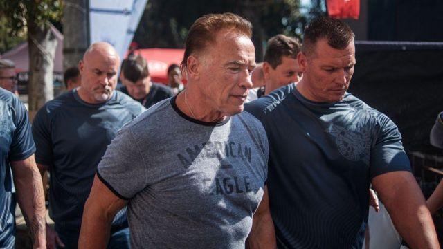 Arnold sagt, ich bin nicht angeklagt wegen des Angriffs auf di pesin wey am