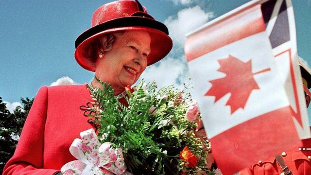 La reina Isabel II de Inglaterra en una visita a Canadá.