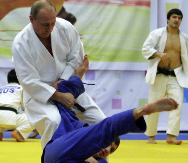 Vladimir Putin pratica judô