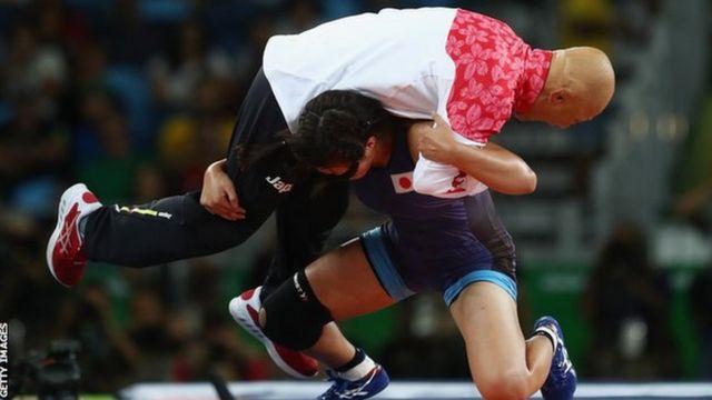 Risako Kawai y su entrenador Kazuhito Sakae