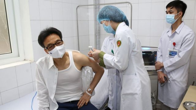 Phó Thủ tướng Vũ Đức Đam là nhân vật nổi bật nhất tham gia thử nghiệm vaccine Nano Covax.
