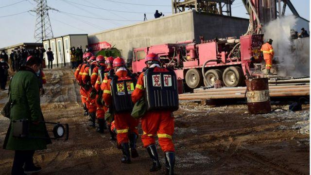 12 mineros están atrapados bajo tierra tras una explosión — China