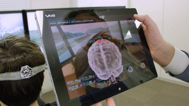 Cientista com tablet
