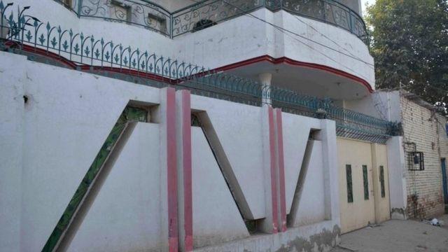 マリク容疑者がパキスタンの大学で薬学を学んだ当時住んでいたとされる家(6日)
