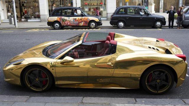 بوسعك إذا كسبت جائزة يانصيب ذات قيمةٍ كبيرةٍ شراء الكثير من السيارات السريعة