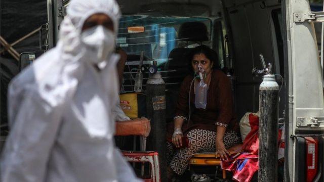 الهند تصارع الوباء.