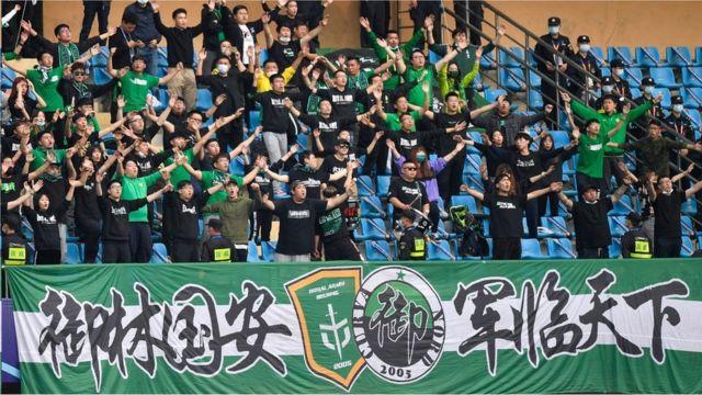 北京国安俱乐部队名来自企业冠名,但是多年来已成为球迷身份认同的一部分
