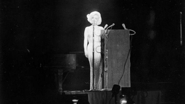 فستان مارلين مونرو في عيد ميلاد الرئيس الأمريكي الراحل جون كينيدي