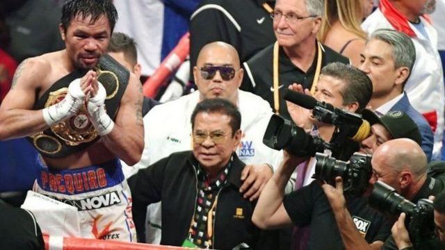 Manny Pacquiao adalah orang Asia pertama yang menjadi juara tinju profesional di delapan kelas berbeda
