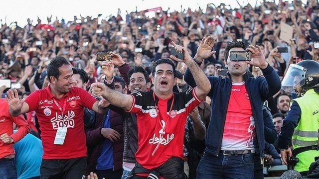 هواداران پرسپولیس در استادیوم آزادی تهران