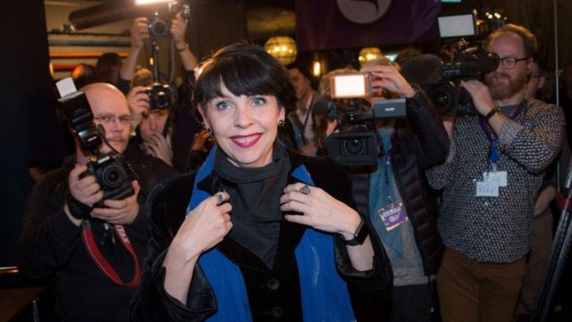 """رغيتا يونسدوتير، زعيمة حزب """"القراصنة"""" في آيسلندا"""