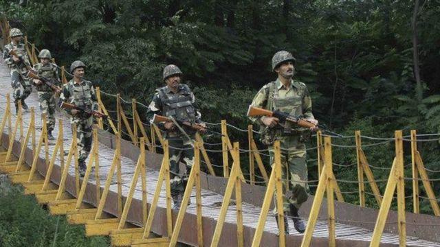 जम्मू कश्मीर में तैनात सुरक्षा बलों के जवान.