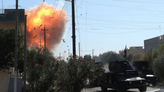 تفجير انتحاري في الموصل خلال اشتباكات بين القوات العراقية ومسلحي تنظيم الدولة الاسلامية