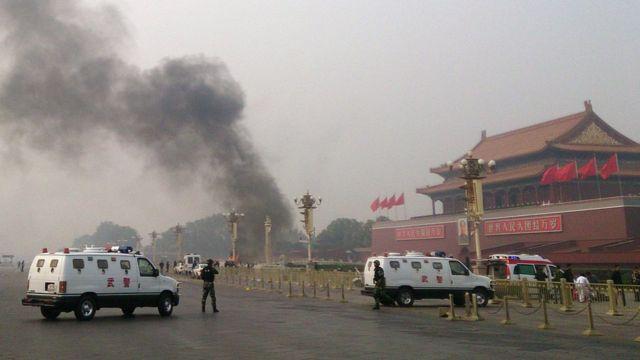 2013年10月に北京の天安門広場で車両が歩行者に突っ込み炎上した事件で、当局はウイグル族の分離独立派による犯行だとした