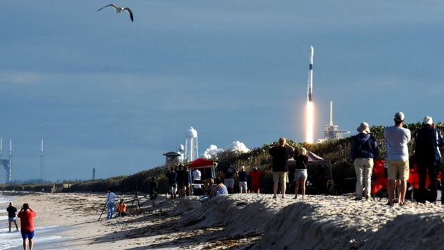 Такие частные компании, как SpaceX, все еще находятся на стадии тестовых пусков. До отправки в космос людей им еще далеко