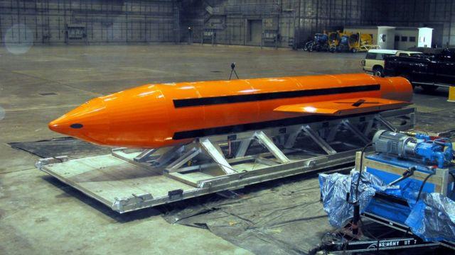 """""""مادر همه بمبها"""" آماده پرتاب آزمایشی در فلوریدای آمریکا سال ۲۰۰۳ میلادی"""