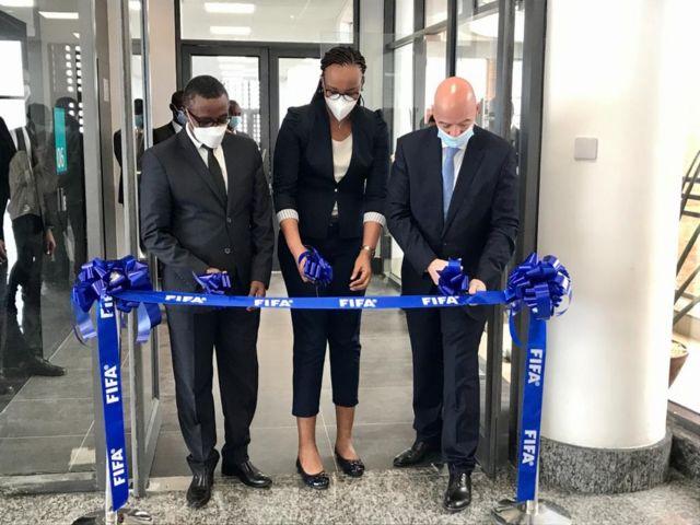 Minisitiri Vincent Biruta, Minisitiri Aurore Munyangaju na Perezida wa FIFA Gianni Infantino bafungura ishami rya FIFA i Kigali