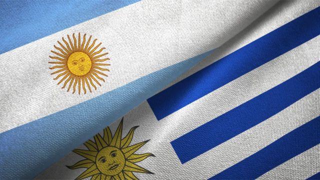 Banderas de Uruguay y Argentina