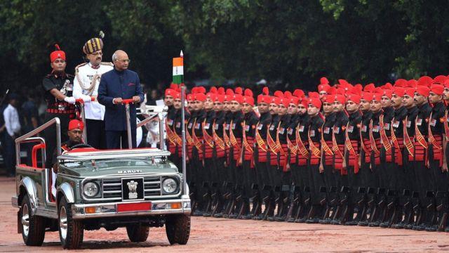 นายโกวินทร์ตรวจแถวทหารกองเกียรติยศที่ทำเนียบประธานาธิบดีในกรุงนิวเดลี