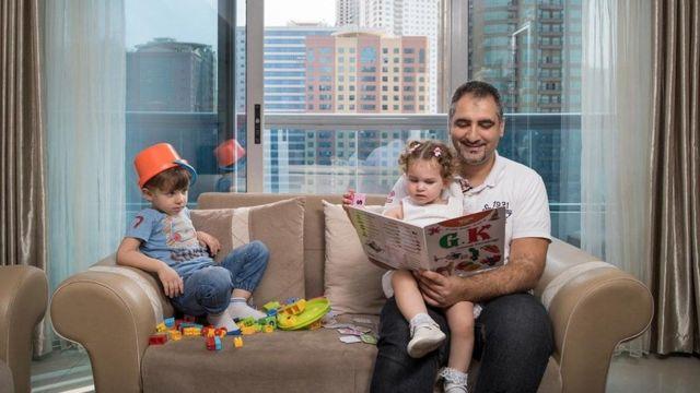 أحضر فؤاد كيالي طفليه ، مازن وجولي ، إلى منزلهما في دبي ، حيث يعيش منذ مغادرته حلب ، سوريا.