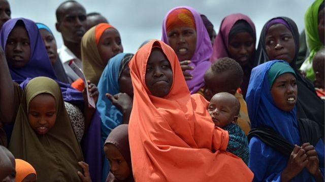 Des habitants du camp de réfugiés de Dadaab, dans le nord-est du Kenya