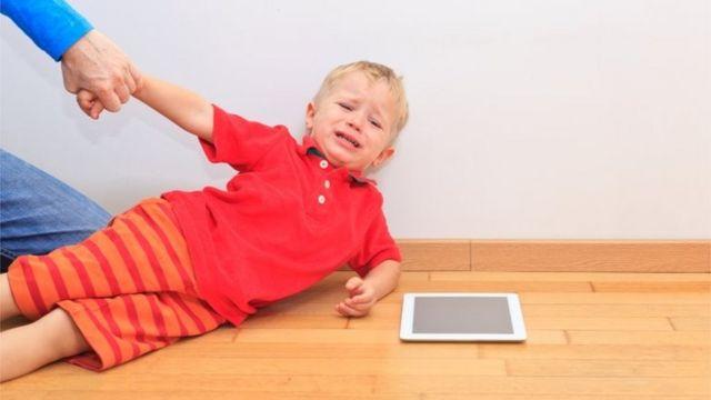 Criar repertórios de brincadeiras offline pode ajudar na hora de desligar os eletrônicos