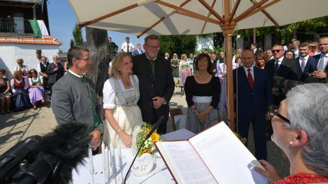 Свадьба австрийского министра Карин Кнайсль