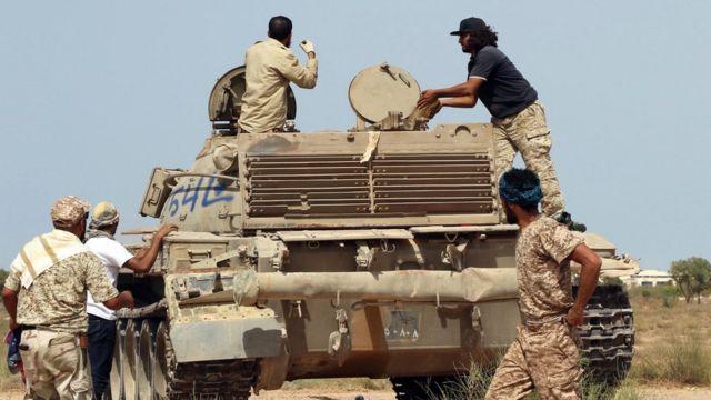 Des soldats du Gouvernement lybien d'union nationale (GNA) à Syrte le 2 juillet 2016.