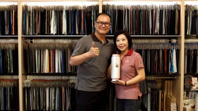 Владелец тайваньской текстильной фирмы Singtex придумал кофейную ткань S.Cafe после посещения кофейни со своей женой Эми