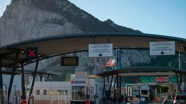 Контрольный пункт между Гибралтаром и Испанией.