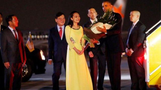 Perezida Obama akigera muri Vietnam