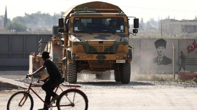 Fuerzas turcas en Akcakale, regresando del norte de Siria.