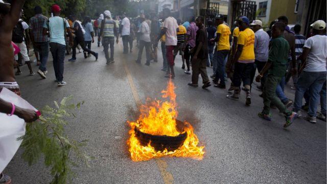Haitianos protestam em Porto Príncipe