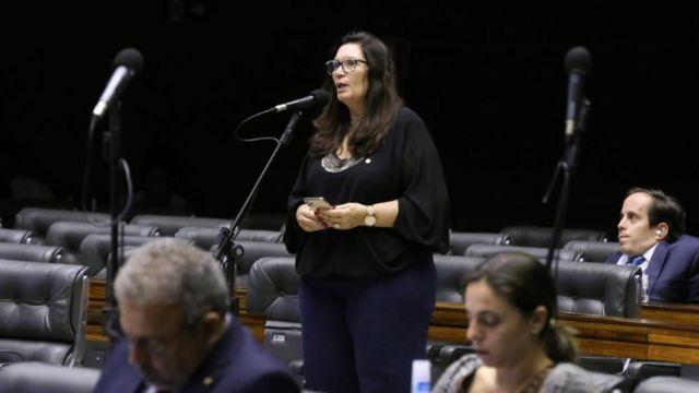 Bia Kicis discursa na Câmara