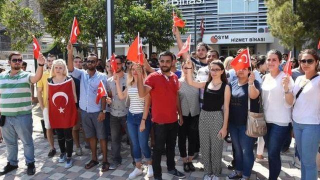 İzmir'de eylemdeki üniversite öğrencileri