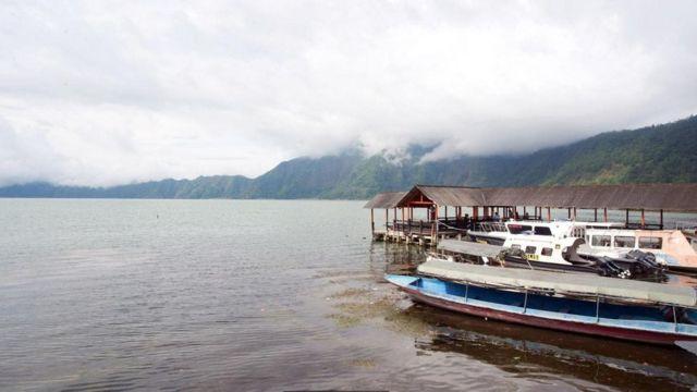 озеро и деревня на Бали