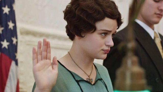 """في فيلم """"فتيات الراديوم""""، تلعب جوي كينغ دور عاملة في أحد المصانع تقاوم رؤساءها بجسارة"""