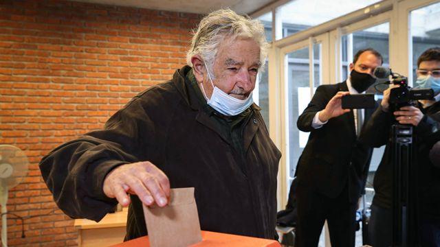"""José """"Pepe"""" Mujica votando en las elecciones a intendente en septiembre EPA"""