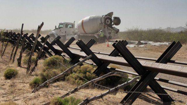 Cerca vehicular en la frontera entre EE.UU. y México