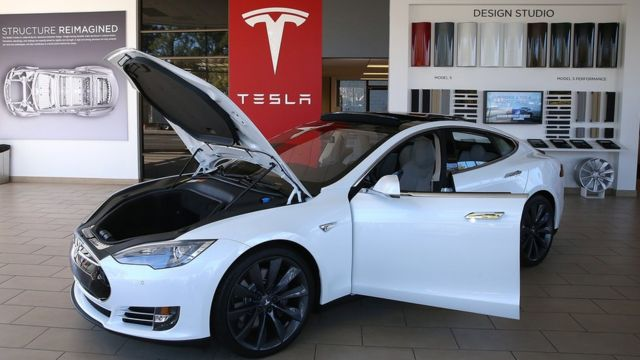 Tesla makes offer to buy SolarCity