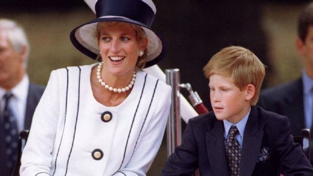 Princess Diana: Princes commission statue 20 years after her death