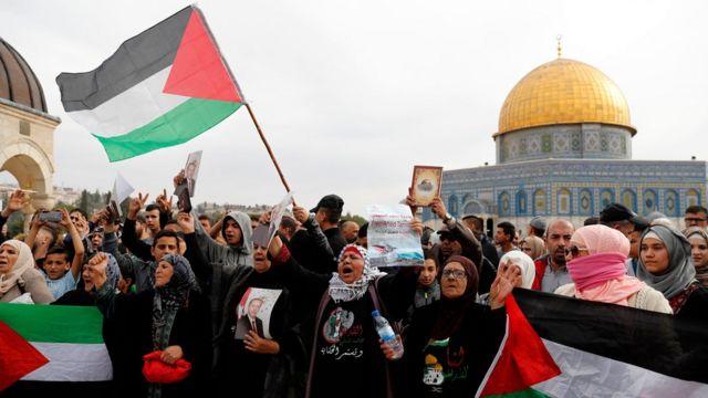 مظاهرة أمام مسجد قبة الصخرة في مجمع الأقصى
