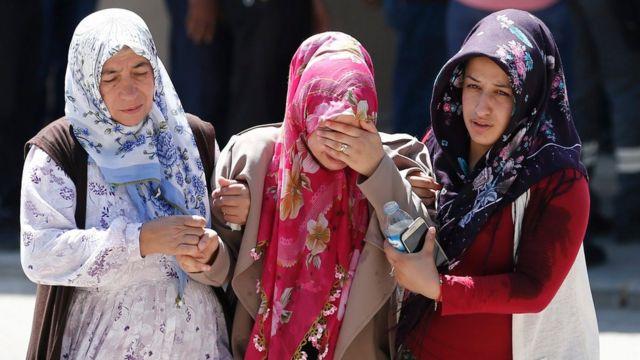 ガジアンテプ自爆攻撃で死亡したアフメト・トラマンさんの親族