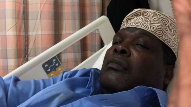 Bw Miguna amesambaza picha anazosema ni zake akiwa hospitalini kumuona daktari uwanja wa ndege Dubai