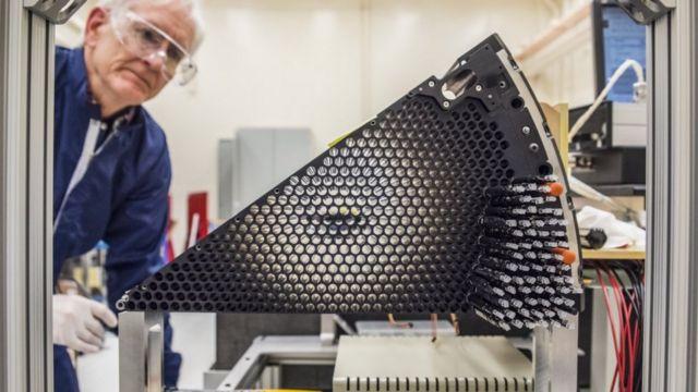 Enstrümanın üzerindeki her bir fiber ayrı birer teleskop görevi görüyor