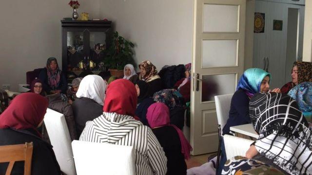 Dua okuyan kadınlar