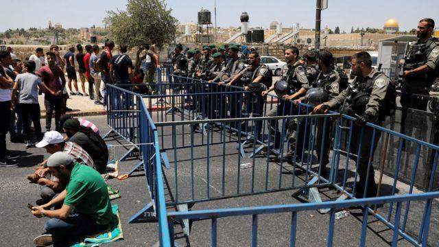 Warga Palestina dan polisi Israel