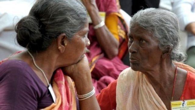 नोटबंदी से प्रभावित महिलाएं